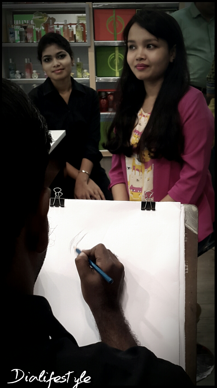 Shayoni getting her Caricature made