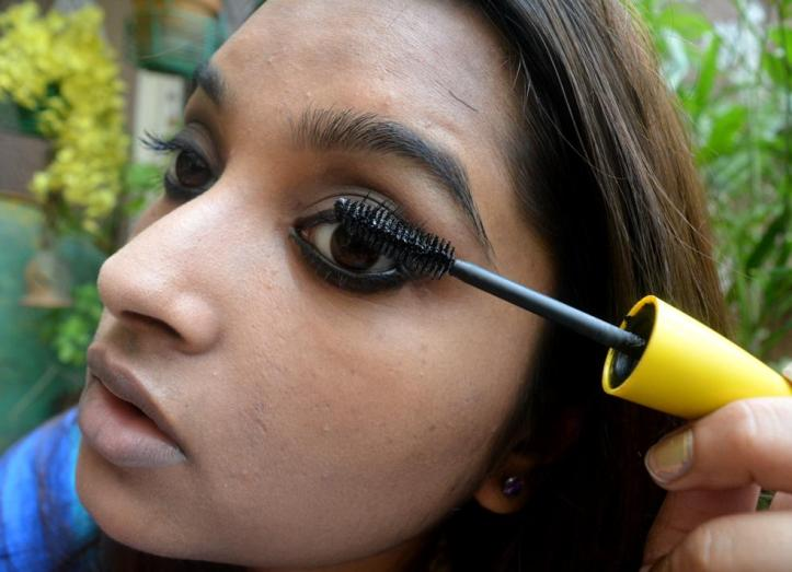 Add a coat of mascara to complete the eyes